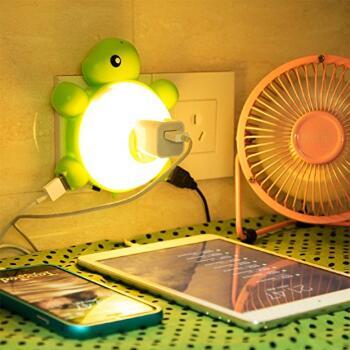 {Amazon.com:Manve 乌龟LED夜灯,带光传感器和双USB壁式充电器(暖灯)